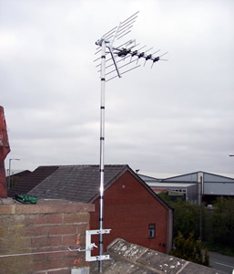 Chimney mounted digital television aerial